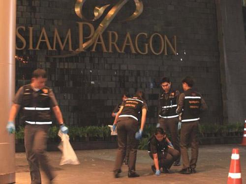 Cảnh sát tại gần hiện trường vụ nổ bom Ảnh: BANGKOK POST