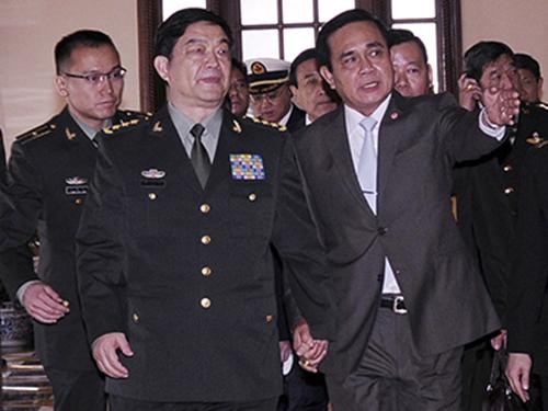 Thủ tướng Thái Lan Prayuth Chan-ocha (phải) tiếp Bộ trưởng Quốc phòng Trung Quốc Thường Vạn Toàn ở Bangkok hôm 6-2Ảnh: Reuters