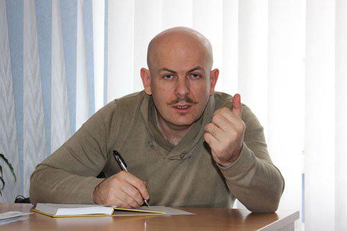 Hiện trường vụ án mạng (ảnh trên) nhà báo Oles Buzina ở Kiev hôm 16-4 Ảnh: UNIAN-POLITIKUS