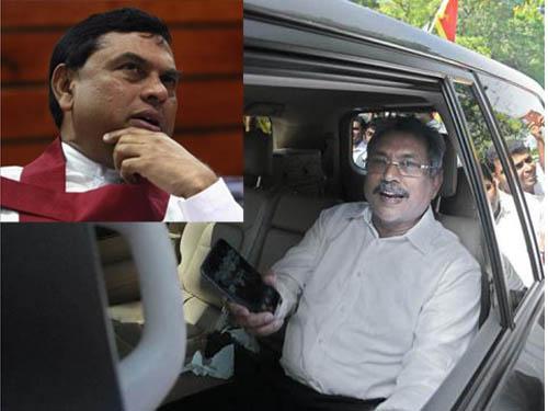 Cựu Bộ trưởng Quốc phòng Gotabaya Rajapaksa và em trai Basil Rajapaksa  (ảnh nhỏ)Ảnh: THE HINDU - REUTERS
