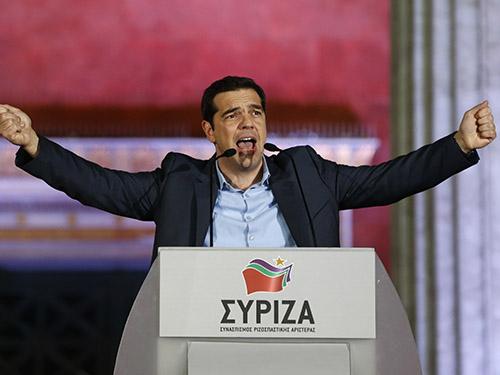 Ông Alexis Tsipras phát biểu trước đám đông ủng hộ sau chiến thắng của Đảng SyrizaẢnh: Reuters