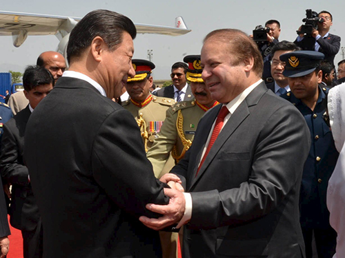 Thủ tướng Pakistan Nawaz Sharif và Chủ tịch Trung Quốc Tập Cận Bình. Ảnh: CN