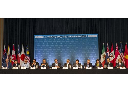 Đại diện 12 nước tham gia đàm phán TPP trong cuộc họp báo ngày 31-7 ở Hawaii - MỹẢnh: REUTERS