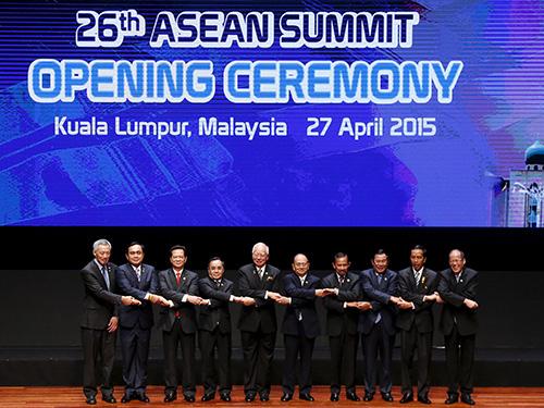 Các nhà lãnh đạo ASEAN tại hội nghị hôm 27-4Ảnh: REUTERS
