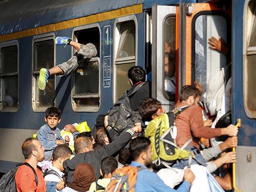 Tình trạng hỗn loạn tại nhà ga Keleti ở Hungary hôm 3-9 Ảnh: REUTERS