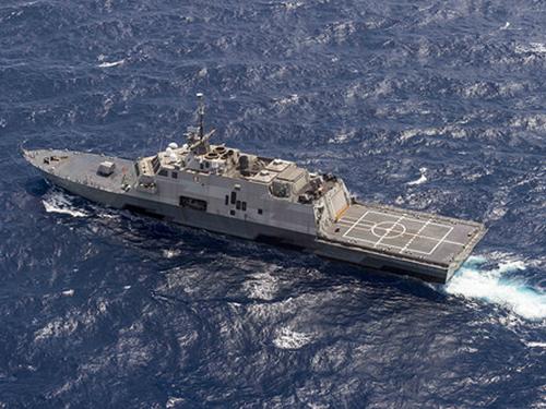 Tàu chiến USS Fort Worth trong một cuộc tuần tra ở biển Đông gần đây Ảnh: US NAVY