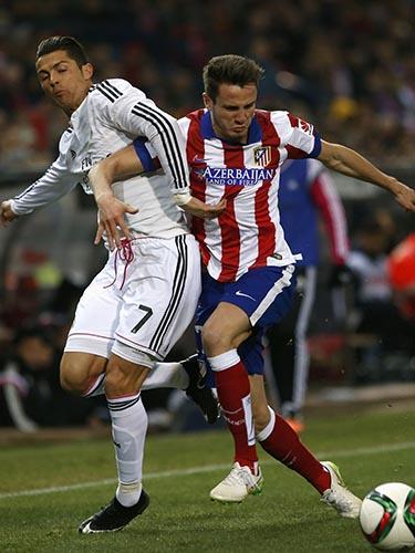 Quả bóng vàng 2014 Ronaldo (trái) sẽ là tâm điểm ở trận lượt về rạng sáng 16-1Ảnh: REUTERS