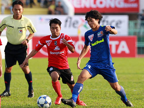 Công Phượng (phải) là một trong những tuyển thủ U19 Việt Nam có tên trong danh sách sơ bộ dự vòng loại U23 châu Á và SEA Games 2015Ảnh: Quang Liêm