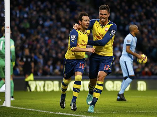 Cazorla (19) và Giroud ghi mỗi người 1 bàn trong chiến thắng đặc biệt trước Man CityẢnh: REUTERS