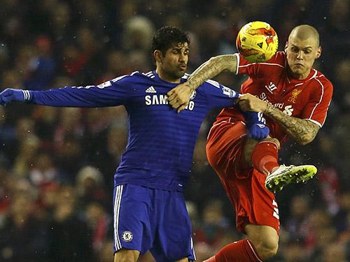 Được nghỉ ngơi cuối tuần qua, tiền đạo Diego Costa (trái) của Chelsea và Skrtel của Liverpool sẽ tái đấu trong trận lượt về hứa hẹn căng thẳngẢnh: REUTERS