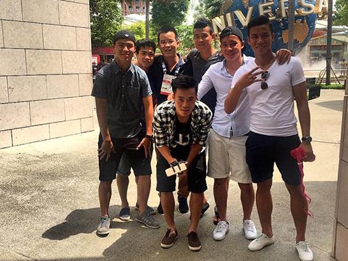 Các cầu thủ U23 Việt Nam tham quan Singapore trưa 30-5 Ảnh: Anh Dũng