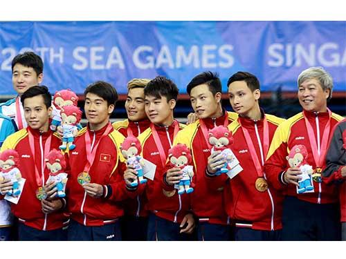 Đội TDDC nam đoạt HCV đồng đội Ảnh: Quang Liêm