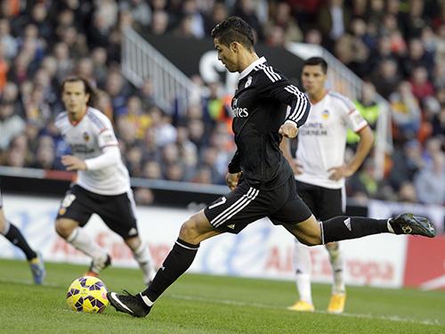 Ronaldo mở tỉ số nhưng cũng bỏ lỡ cơ hội nâng cao cách biệt trước khi Valencia lội ngược dòngẢnh: REUTERS