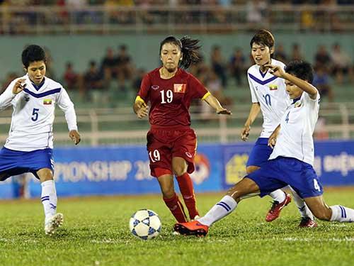 Huỳnh Như (19) trong pha ghi bàn ấn định chiến thắng 3-2 cho Việt Nam ở phút 85