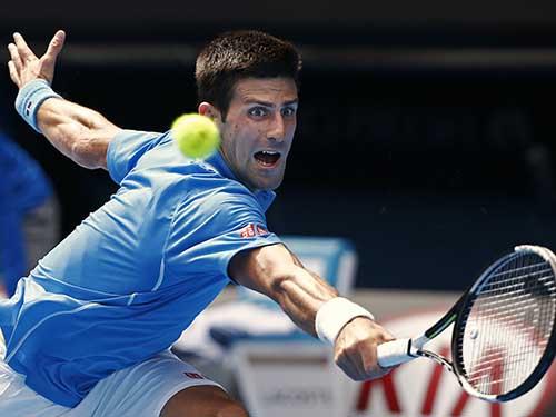 Djokovic dù bị cúm vẫn thắng Bedene 3-0 trong trận ra quân trưa 20-1Ảnh: REUTERS