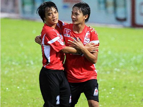 ĐTLA của Nhật Tân (trái) đã thắng đậm Bình Phước, giành quyền vào tứ kết Ảnh: Ngọc Linh