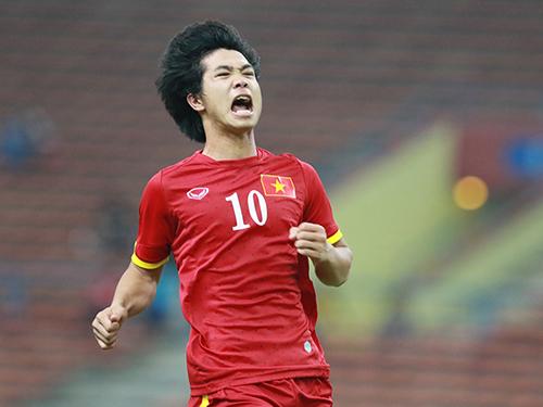 Công Phượng có trận đấu xuất sắc khi kiến tạo cho Huy Toàn  rồi ghi bàn quyết địnhẢnh: Đức Anh