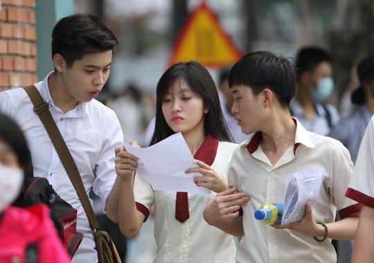 Cac chuyên gia giáo dục dự báo tỉ lệ đỗ tốt nghiệp THPT năm 2015 sẽ gần 100%. Ảnh: Hoàng Triều