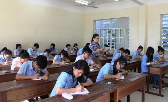 Thí sinh Phú Yên thi thử để chuẩn bị cho kỳ thi tốt nghiệp THPT quốc gia. Ảnh: Hồng Ánh/NLĐO