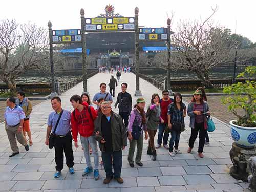Du khách đến Huế trong ngày đầu năm mới tăngẢnh: QUANG TÁM