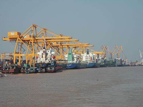 Cảng Hải Phòng chỉ tăng trưởng 5% và bị Bộ trưởng Giao thông Vận tải Đinh La Thăng phê bình hoạt động thiếu hiệu quả Ảnh: TRỌNG ĐỨC