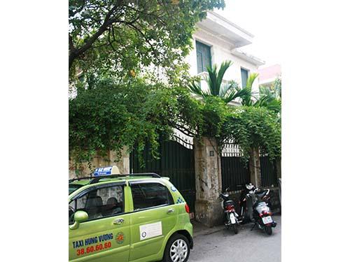 Biệt thự số 12 Nguyễn Chế Nghĩa (Hà Nội) là nhà ở công vụ cho một cán bộ thuê nhưng khi về hưu thì không trả lại Ảnh: Phùng Thế