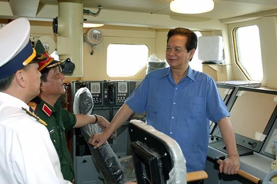 Thủ tướng Nguyễn Tấn Dũng thị sát tiến độ đóng loạt 6 tàu tên lửa tấn công nhanh Molniya tại Tổng công ty Ba Son tháng 12-2014