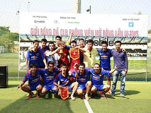 CLB Phóng viên thể thao trẻ TP HCM nhận cúp vô địch