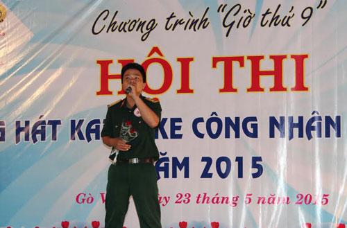 Phần trình diễn của một thí sinh tại hội thi karaoke do LĐLĐ quận Gò Vấp, TP HCM tổ chức