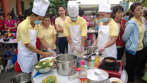 CNVC-LĐ tham gia hội thi nấu ăn do LĐLĐ quận Tân Phú tổ chức