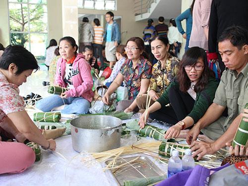 CNVC-LĐ trên địa bàn quận Tân Bình, TP HCM tham gia ngày hội gói bánh tét năm 2014