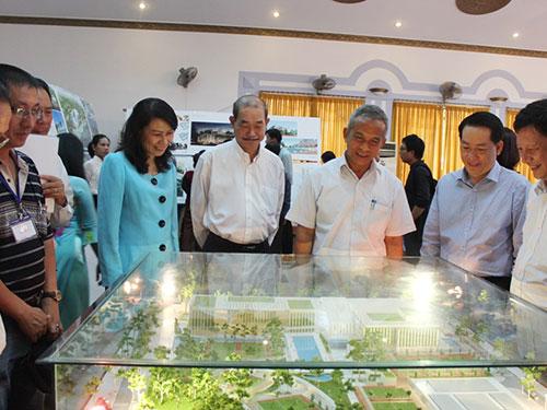 Lãnh đạo Tổng LĐLĐ Việt Nam và LĐLĐ TP HCM tham quan mô hình đoạt giải nhất