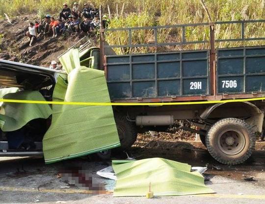 Hiện trường vụ tai nạn thảm khốc ở Thanh Hóa chiều 24-1 khiến 9 người chết, 5 người bị thương