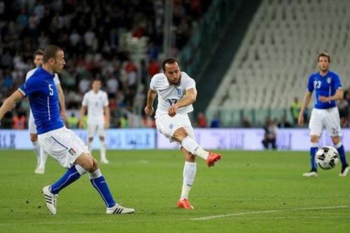 Andros Towsend gỡ hòa cho tuyển Anh, giữ mạch trận bất bại