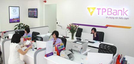 Khách hàng giao dịch tại TPBank