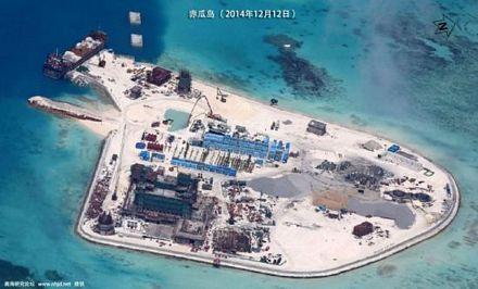 Bãi đá Gạc Ma thuộc quần đảo Trường Sa thuộc chủ quyền Việt Nam, nơi Trung Quốc đang tiến hành xây dựng trái phép các công trình quy mô lớn, nhìn từ trên cao. Hình ảnh được truyền thông Trung Quốc công bố mới đây
