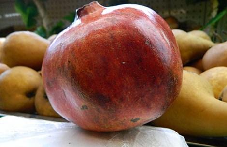 Một trái lựu Mỹ lợi 500g có giá 125.000 đồng