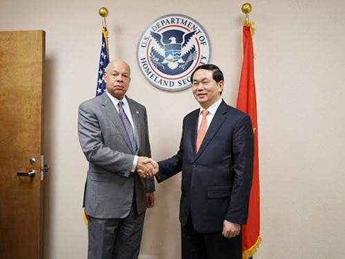 Bộ trưởng Công an Trần Đại Quang và ông Jeh Charles Johnson, Bộ trưởng An ninh nội địa Mỹ