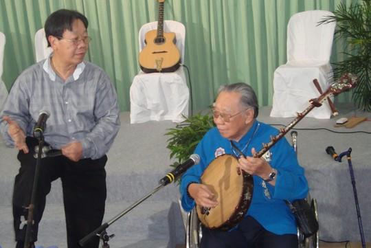 GS - TS Trần Văn Khê còn nhiều hoài bão với âm nhạc dân tộc. Ảnh: T.Hiệp