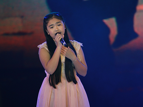 Cô bé hát cảm xúc