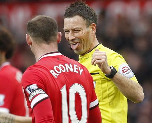 """Trọng tài Mark Clattenburg cũng """"nể"""" chiêu trò của Wayne Rooney"""