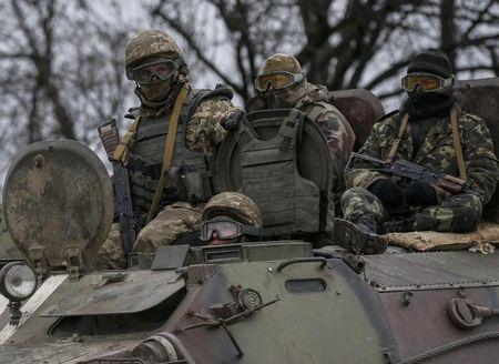 Binh sĩ Ukraine ở miền Đông. Ảnh: Reuters