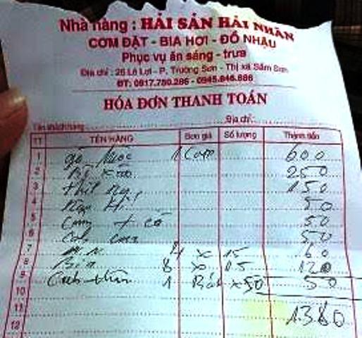 Hóa đơn được du khách chụp lại phản ánh tới Chủ tịch UBND thị xã Sầm Sơn Trịnh Huy Triều