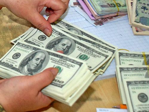 Giá USD trong các ngân hàng vẫn ở mức cao. Ảnh: Tấn Thạnh