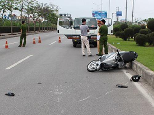 Hiện trường vụ tai nạn xe máy do anh Hoàng Xuân Hải điều khiển va chạm với xe CSGT