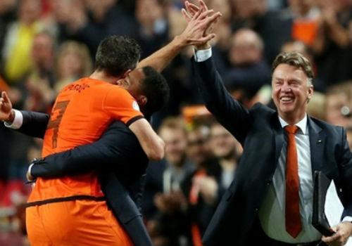 Van Persie không chọn HLV Van Gaal dù ông có k2y World Cup thành công cùng tuyển Hà Lan