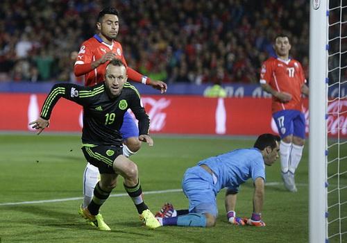 Vicente Vuoso mở tỉ số cho Mexico