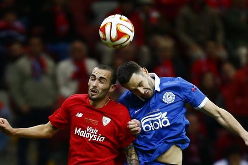 Aleix Vidal (trái) là nhân tố chủ chốt của Sevilla mùa giải vừa qua