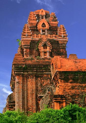 Tháp Bánh Ít - viên ngọc quý của kiến trúc Chăm. Ảnh: Đào Tiến Đạt