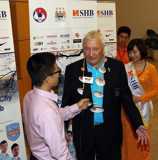 Đại sứ của CLB Man City, ông Mike Summerbee